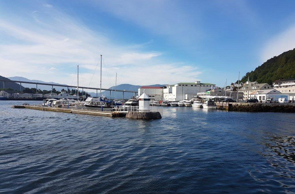 På grunn av nye nasjonale smitteverntiltak, vil sanitæranlegget i Måløy Hopen med toalett, dusj og vaskemaskiner være stengt i påska og  inntil videre.